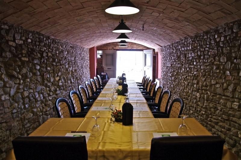 La sala in sasso, adatta per presentazioni, riunioni ed incontri di ...